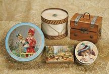 Miniature bags, baskets and suitcases