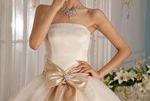 Wedding Dresses / by Priya Avi Sasi