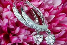 diamond earrings / Diamond earrings are charming and fanscinating ,which can add up more elegance to you.