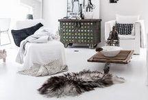 White, Black & Wood / by Oma Koti Valkoinen