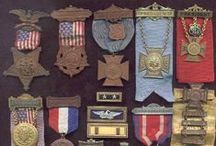 Militaria / Coisas ligadas às Forças Armadas, principalmente Exército.