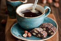 Kaffeeklatsch / Wir nehmen uns die Zeit für Kaffee und Kuchen, natürlich aber auch heiße Schokolade, Tee, Kekse und viele andere Leckereien