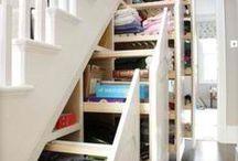 Rangement pratique sous l'escalier / Idées à retenir lors de la planification de votre projet d'aménagement pour l'installation de votre escalier.