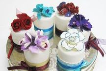 Eini & Co. / Toronto based bakery specializing in cupcakes, custom cakes, French macarons, cake pops and more.