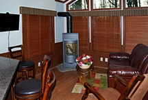 Hemlock Haven Pet Friendly Luxury Log Cabin / This cozy One Bedroom Log Cabin is perfect for two people looking for a getaway in the mountains. It is complete with a warm and welcoming living room with a modern gas log fireplace.  Social Pets are welcome in this cabin!