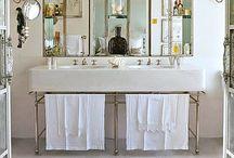 Bathroom / Marietje van Dalen uit Kreukelendamme die hield niet van wassen en hield niet van kammen. Zij hield niet van zeep en zij hield niet van water en stelde het wassen maar uit tot later.