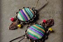 Bohemian (Boho) Jewelry Designs / Enjoy many of our favorite boho designs, including some of the 50 projects from Bohemian-Inspired Jewelry by Erin Siegel and Lorelei Eurto - with contributions from jewelry designers Mary Jane Dodd, Denise Yezbak Moore, and Tracy Statler. Boho jewelry designs offer great ideas for incorporating leather, silk, ribbon and other unique materials.