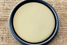 Chalk Paint® Cream / A soft pale warm creamy yellow the colour of clotted cream. We suggest you use it under Paris Grey or of course on its own perhaps with Old White on edgings and details.