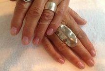 Gellak op vingernagels / Een behandeling met gellak geeft een verbluffend mooie en perfecte versteviging in kleur of transparante glans aan de natuurlijke nagel die tot drie weken mooi blijft zitten. De gellak die A Beautiful Nail gebruikt is namelijk op basis van 100% gel. #Gellak #Handen