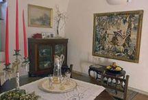 """La villa / La villa, caratterizzata da ambienti arredati con sobria raffinatezza e consoni allo stile liberty, che nel 1901 l'architetto Michele Sgobba volle imprimerle con il suo """"progetto di riforma""""."""