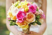 Brautsträuße / bridal bouquets / All about rustic, colorful bridal bouquets / Alles über rustikale und farbenfrohe Brautsträuße (country / vineyard / bright colors / wild flowers / Wildblumen) / by Janina Heisstierle