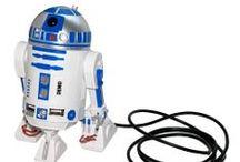 Star Wars / Afin que la Force soit avec toi, la saga culte emploie les grands moyens, vous retrouverez tous les produits dérivés Star Wars : ustensiles de cuisine, accessoires high-tech, peluches, figurines, jouets...Des dizaines d'idées cadeaux Star Wars à découvrir dans cette catégorie et à offrir à tous les événements, pour les anniversaires, Noël, et même à la Fête des Pères ! Venez vite vous plongez dans cet espace dédié aux produits officiels Star Wars !