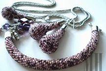 Moje prace - BRANSOLETKI / Pragniemy zaprezentować Państwu autorską biżuterię wykonaną ręcznie z pasją, dokładnością i dbałością o każdy szczegół. http://mhbizuteria.blogspot.com/
