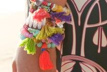 °°° Tassels // Pompons °°° / How about playing with tassels ?! ////  Dis !? Tu fais quoi de tes pompons ???