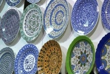 Plate Displays - Plate Racks, Hangers and Stands / Display decorative plates in plate racks, plate hangers and plate stands. You can enjoy your favorite collectibles so much more when they are part of your home's decor.