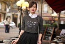 spódniczka tiulowa - właściwe stylizacji / Spódniczka tiulowa jest elementem bardzo romantycznym, bardzo kobiecym i bardzo efektownym. Najciekawsze wygląda w zestawach nieoczywistych, niebanalnych, np. w połączeniu z lekkim bawełnianym sweterkiem, t-shirtem, dżinsową koszulą, zwykłym topem bez falbanów.