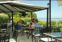 Restaurant / Το Εστιατόριο μας λειτουργεί καθημερινά για το μεσημεριανό και το δείπνο, με σπιτική ελληνική κουζίνα στην εξωτερική βεράντα.