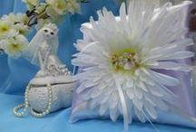 Wedding pillow / В торжественный момент обмена клятвами и кольцами особым атрибутом становится подушечка. Ведь именно она станет хранительницей обручальных колец.Нежность атласа, изящность кружева, очарование цветов пусть окружают их долгие-долгие годы.