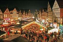 Weihnachtsmarkt in Celle / Ende November verwandelt sich die Celler Altstadt wieder in ein Weihnachtsmärchen. Die Fachwerkhäuser und Straßen in der Fußgängerzone leuchten im festlichen Glanz der weihnachtlichen Illumination und der Duft von Lebkuchen, Punsch und Tannengrün zieht durch die historischen Gassen und Höfe.  / by Celle Tourismus und Marketing GmbH