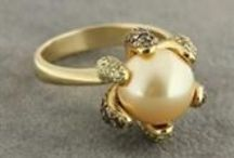 Συλλογές κοσμημάτων / Υπέροχες συλλογές κοσμημάτων από ασήμι και χρυσό, δεμένα με πολύτιμους και ημιπολύτιμους λίθους!! Ανακαλύψτε τα:www.eleftheriouonline.gr