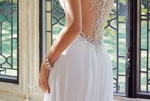 Back detail wedding dresses / Bridal trend for Autumn/Winter 2014 make your back a real feature as you glide down the aisle.