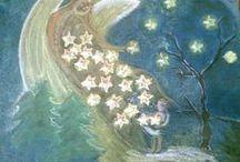 Stelle senza nome / I nomi delle stelle sono belli: Sirio, Andromeda, l'Orsa, i due Gemelli;  Chi mai potrebbe dirli tutti in fila? Son più di cento volte centomila.  E in fondo al cielo, non so dove e come, c'è un milione di stelle senza nome:  stelle comuni, nessuno le cura, ma per loro la notte è meno scura. Gianni Rodari, I cinque libri