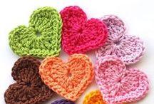 Crochê(Crochet) / A palavra foi originada de um termo existente no dialeto nórdico com o significado de gancho (que é a forma do bico encurvado da agulha utilizada para puxar os pontos), que também originou croc, que em francês tem o mesmo significado. Ninguém tem a certeza de quando ou onde o crochê começou. Segundo os historiadores os trabalhos de crochê tem origem na Pré-história. A arte do crochê, como a conhecemos atualmente, foi desenvolvida no século XVI.  / by Juçara Medeiros