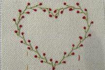Bordado(Embroidery) / Bordado é uma forma de criar a mão ou a máquina desenhos e figuras ornamentais em um tecido, utilizando para este fim diversos tipos de ferramentas como agulhas, fios de algodão, de seda, de lã, de linho, de metal etc., de maneira que os fios utilizados formem o desenho desejado.