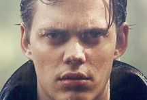 「CHARACTER」Zachary / ★ [More inspiration] ★ [Main gallery: That's so Nicole!] ★ [Faceclaim: Bill Skarsgård] ★