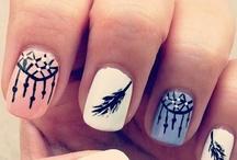 Nails / by Mouna B