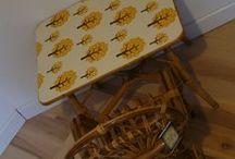 Chambre jaune et vintage / Rien de tel qu'une touche de jaune pour apporter une touche de bonne humeur dans la décoration d'une chambre.  Les meubles vintages s'accordent si bien avec cette couleur limineuse.