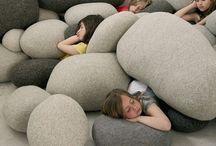 Pillow/pouf
