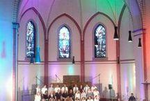 """Kirchentag Hamburg 2013 / Die evangelische Jugend fährt als Helfer zum Kirchentag und montiert eine Bühnenbeleuchtung in die Gospelkirche """"Kreuzkirche Altona Ottensen"""""""
