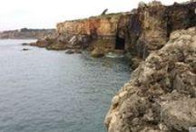 Boca do Inferno, czyli Usta Piekieł w Cascais / Niesamowita formacja skalna w Cascais. Piekielna nazwa Boca do Inferno, czyli Usta Piekieł malowniczo opisuje to miejsce. Zobacz więcej na: http://infolizbona.pl/?p=2831