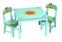 Kinder tafeltje en stoeltjes / by Martine Jansma