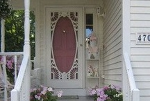 Victorian-style Grandeur / Homes of the victorian and vintage eras. House & Garden - Rooms & Decor