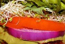 Foodspiration / Mat jeg liker eller gjerne vi forsøke å lage fortrinnsvis raw food, men herregud - hvem har vel vondt av å synde i ny og ne?