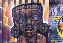 Street Art Oslo / Jeg favoriserer ingen utrykksform, men det er naturlig at graffiti preger boardet mest. For hverdagsbilder - følg meg på insta. Link i bio!