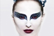 Czarny Łabędź / Amerykański thriller psychologiczny w reżyserii Darrena Aronofsky'ego. W rolach głównych wystąpiły Natalie Portman oraz Mila Kunis, które wcieliły się w role nowojorskich baletnic występujących w Jeziorze łabędzim...