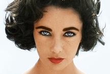 """Ikony kina: Elizabeth Taylor / Elizabeth Rosemond Taylor (27.02.1932—23.03.2011). Hollywodzka aktorka, urodzona w Wielkiej Brytanii. Debiutowała w wieku 10 lat. Laureatka dwóch Oscarów. Znane filmy: """"Lessie, wróć"""", """"Małe kobietki"""", """"Quo vadis"""", """"Kotka na gorącym blaszanym dachu"""", """"Kleopatra"""", """"Kto się boi Virginii Woolf?"""", """"Poskromienie złośnicy """"."""