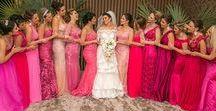Madrinhas em Tons de Rosas / Tons de rosa nos vestidos das madrinhas deixa lindo seu altar. Veja mais fotos na matéria do blog. http://bit.ly/madrinhasrosa