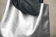 ►Görtz◀ Metallic Look / Jetzt darf's funkeln, glitzern und schimmern: Schuhe und Accessoires in Bronze, Silber, Gold und Kupfer stehen hoch im Kurs und veredeln unsere Looks im Nu.