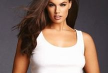 Simply Sexy Tees & Tank Tops / Get back to basics with our softest, sexiest tees & tanks.