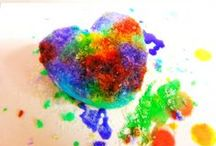 Valentine sensory play / Fun and easy crafts, sensory & messy play for babies and toddlers for a Valentine theme!