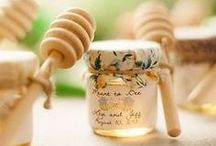 Wedding Favors / Ways of letting your guests leave with more than just great memories. Wedding Favors DIY Cheap, Wedding Favors Rustic, Wedding Favors Beach, Wedding Favors Candy, Wedding Favors for Kids. #wedding #favors