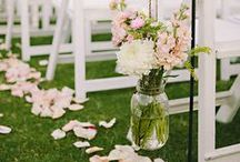 Outdoor Wedding Ideas / Spending your special day outdoors?Check this out!  Outdoor Wedding Lighting, Backyard Wedding, Outdoor Wedding Reception Ideas, Outdoor Wedding Games, Outdoor Wedding, Outdoor Wedding Ideas. #outdoor #wedding #reception #ideas