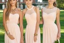 Bridesmaid Dresses / Helping you make your girls look fabulous on your wedding day. Bridesmaids dresses, unique bridesmaid dresses, colored bridesmaid dresses, short bridesmaid dresses, long bridesmaid dresses, vintage bridesmaid dresses. #bridesmaid #wedding #dresses