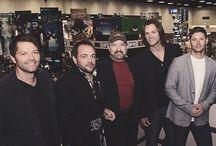 Jensen, Jared, Misha ♡ / Jared, Jensen, Mark S., other Mark, Jim, Richard. Pretty much the whole SPN group :)