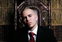 pitbull / Pitbull sesi hiç kimsede bulunmayan nadır kişi jenifer lopez ve şakiraylada ayptıgı devasa düetlerdede kendini bütün dünyaya oldukça kanıtlamış büyük isimlerle kaliteli düetleri olan sanatçımızdır.