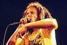Mi Música / Rock and Roll Lives Forever